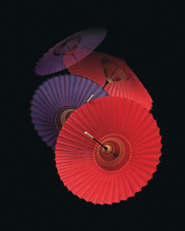 Umbrella「Coarse oilpaper umbrellas, black background, composition」:スマホ壁紙(18)