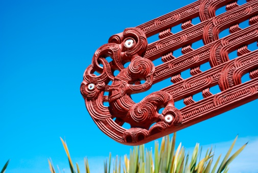 New Zealand Culture「Maori Carving, Harakeke & Sky」:スマホ壁紙(9)