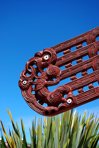 New Zealand Culture「Maori Carving, Harakeke & Sky」:スマホ壁紙(16)