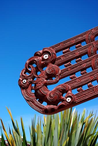 New Zealand Culture「Maori Carving, Harakeke & Sky」:スマホ壁紙(12)