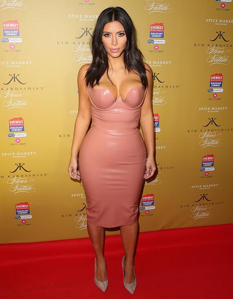"""体にぴったりした「Kim Kardashian Celebrates The Launch Of Her New Fragrance """"Fleur Fatale""""」:写真・画像(4)[壁紙.com]"""