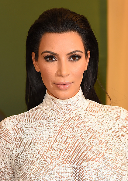 "Kim Kardashian「Kim Kardashian Signs Copies Of Her New Book ""Kim Kardashian West: Selfish""」:写真・画像(0)[壁紙.com]"