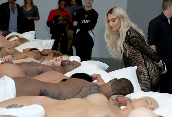 Kim Kardashian「Famous By Kanye West Private Exhibition Event At Blum And Poe, Los Angeles」:写真・画像(16)[壁紙.com]