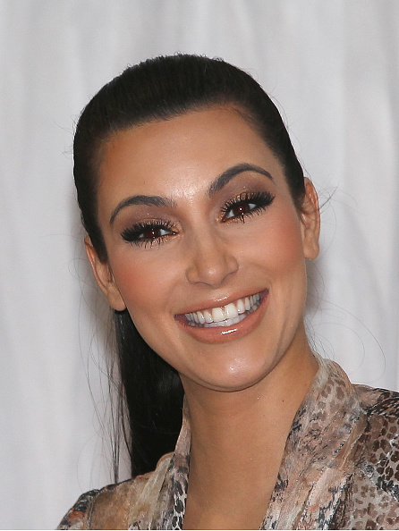 Smiling「Kim Kardashian Launches Handbags In Sydney」:写真・画像(3)[壁紙.com]