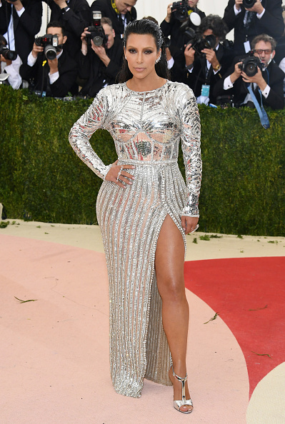 "Kim Kardashian「""Manus x Machina: Fashion In An Age Of Technology"" Costume Institute Gala - Arrivals」:写真・画像(4)[壁紙.com]"