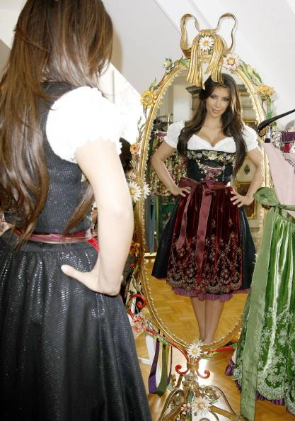 China: Through The Looking Glass「Kim Kardashian Visits Munich」:写真・画像(14)[壁紙.com]