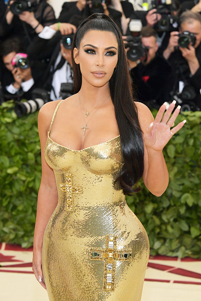 Kim Kardashian「Heavenly Bodies: Fashion & The Catholic Imagination Costume Institute Gala - Arrivals」:写真・画像(14)[壁紙.com]