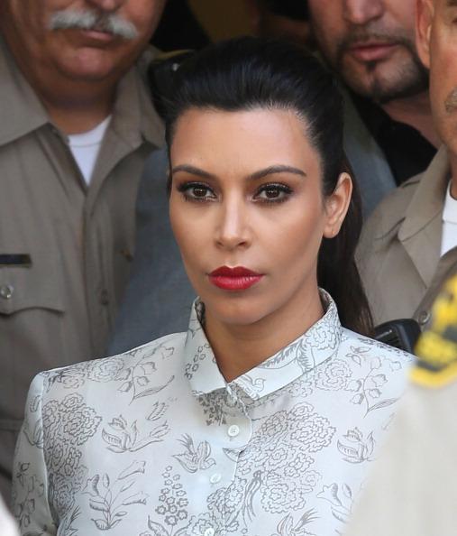 Hair Back「Kim Kardashian And Kris Humphries Attend Their Divorce Hearing」:写真・画像(9)[壁紙.com]