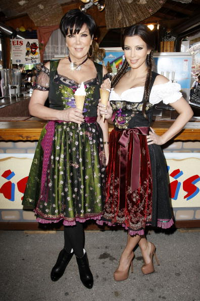 Traditional Clothing「Kim Kardashian Visits Munich」:写真・画像(3)[壁紙.com]