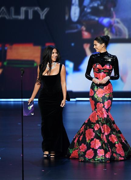 Kim Kardashian「71st Emmy Awards - Show」:写真・画像(6)[壁紙.com]