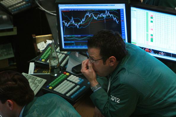 Dow Jones Industrial Average「The Dow Jones Industrial Average Falls Below The 12,000 Mark」:写真・画像(13)[壁紙.com]