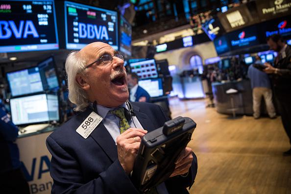 Finance and Economy「Dow Jones Index Crosses 18,000 Mark」:写真・画像(14)[壁紙.com]