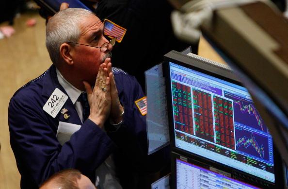 Dow Jones Industrial Average「Dow Plunges Despite Fed Buyout Plan for Debt」:写真・画像(13)[壁紙.com]