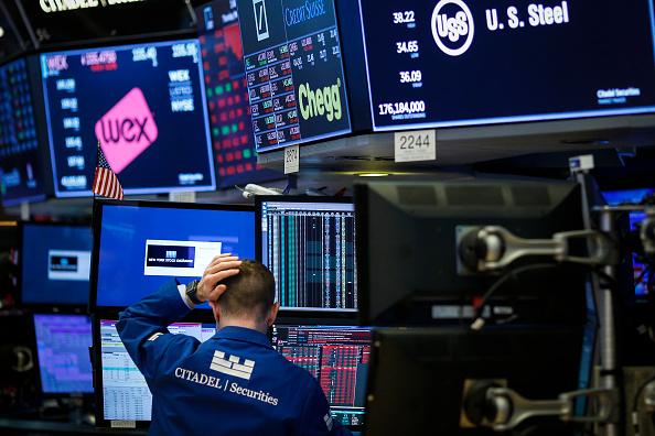 Trader「Dow Jones Average Slides Sharply As Markets React To President Trump's China Sanctions」:写真・画像(12)[壁紙.com]