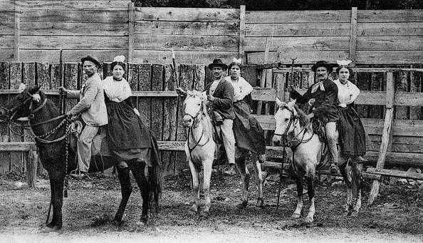 Camargue「herdsmen in Camargue (France), postcard, c. 1931」:写真・画像(13)[壁紙.com]