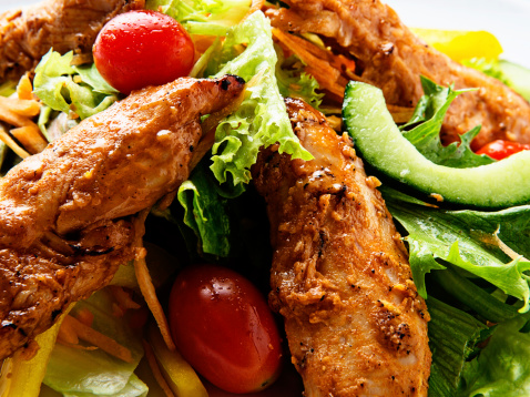 Chicken Tandoori「Crunchy grilled Indian-style chicken salad in mouthwatering close up」:スマホ壁紙(5)