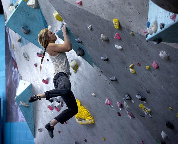 クライミング「Top British Female Climber Mina Leslie-Wujastyk Prepares for the Forthcoming Bouldering World Cup Season」:写真・画像(9)[壁紙.com]