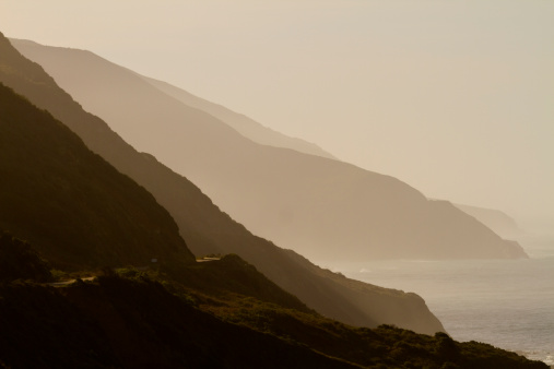 Big Sur「Misty layers of hills on coast」:スマホ壁紙(7)