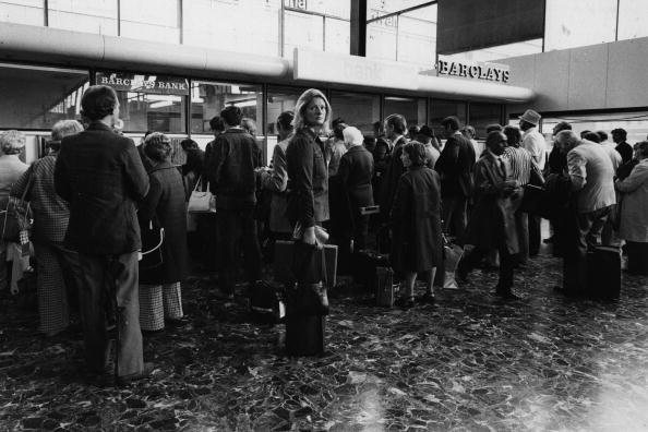 Heathrow Airport「Departures Queue」:写真・画像(16)[壁紙.com]