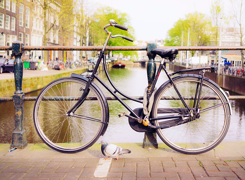 Amsterdam「Bike on a canal bridge in Amsterdam」:スマホ壁紙(15)