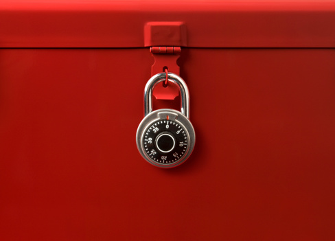 Combination Lock「Toolbox and Lock」:スマホ壁紙(18)