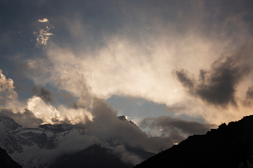 Khumbu「Sunset cloudscape over Kongde Ri, Everest Base Camp Trek, Nepal」:スマホ壁紙(10)