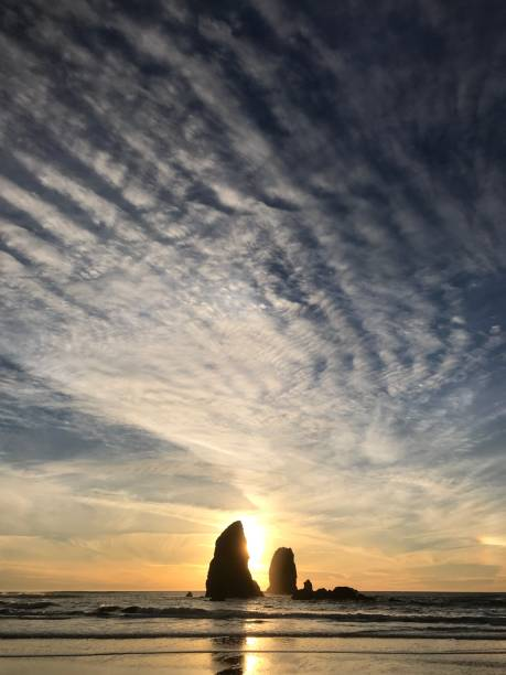 Sunset clouds, Cannon Beach, Oregon Coast:スマホ壁紙(壁紙.com)