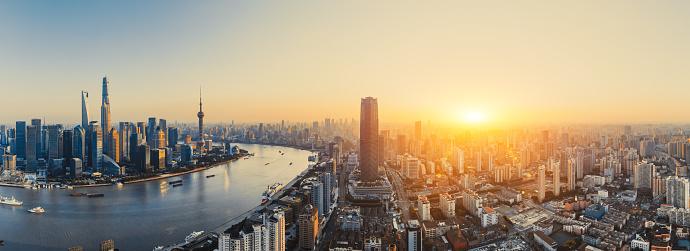 Shanghai「Panoramic skyline of Shanghai at sunset, China」:スマホ壁紙(14)