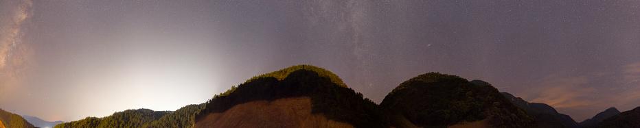地図「華南の夜空に天の川のパノラマ シーン」:スマホ壁紙(9)