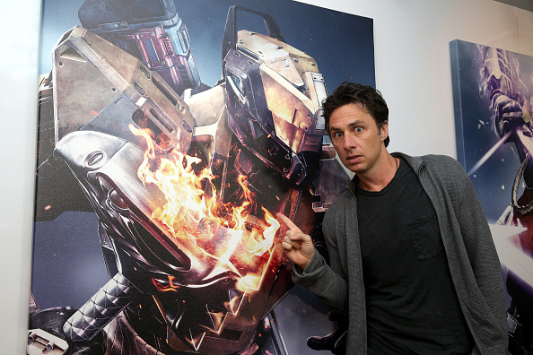 Los Angeles Convention Center「Zach Braff Visits Destiny Booth At E3 2015 In Los Angeles」:写真・画像(11)[壁紙.com]