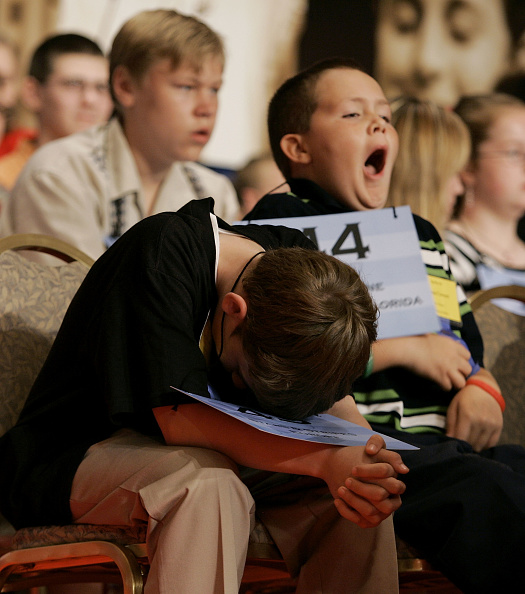 Yawning「Annual National Spelling Bee Gets Underway」:写真・画像(1)[壁紙.com]