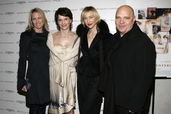"""Paris Theater - Manhattan「The Weinstein Company Premieres """"Breaking And Entering"""" - Arrivals」:写真・画像(10)[壁紙.com]"""