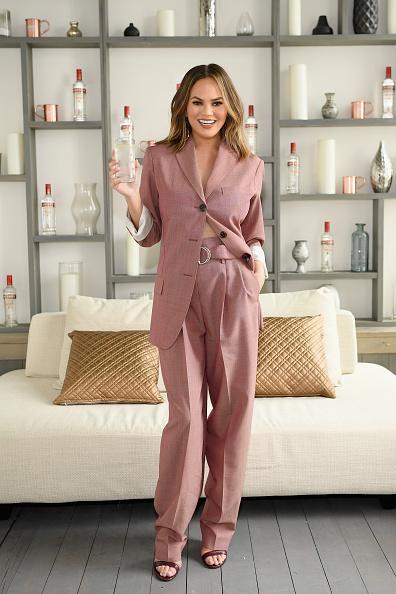Pant Suit「Smirnoff Vodka Kicks Off Summer Cocktail Season With Chrissy Teigen」:写真・画像(3)[壁紙.com]