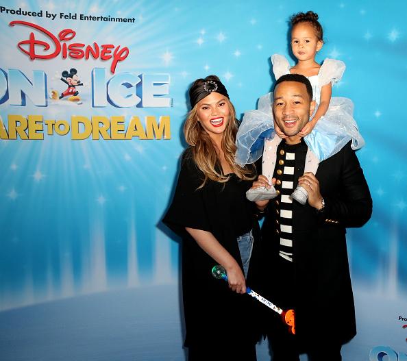 Disney「Disney On Ice presents Dare To Dream Celebrity Skating Party」:写真・画像(5)[壁紙.com]