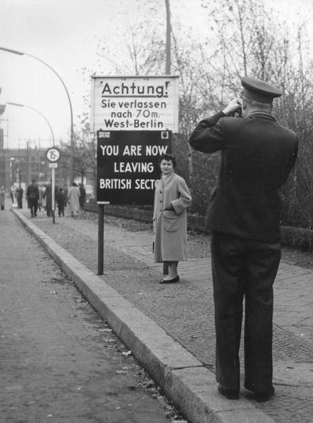 Russian Military「Photographing Berlin」:写真・画像(8)[壁紙.com]