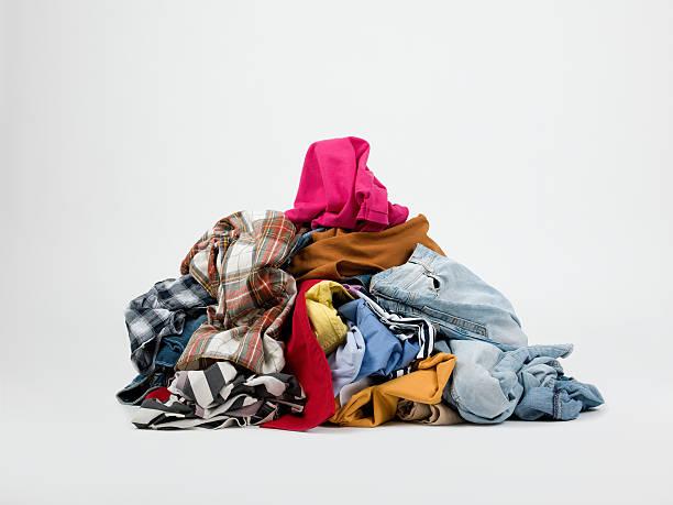 Piles of clothes:スマホ壁紙(壁紙.com)
