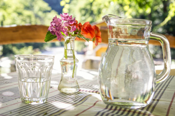 Glass jar and glass of water on table:スマホ壁紙(壁紙.com)