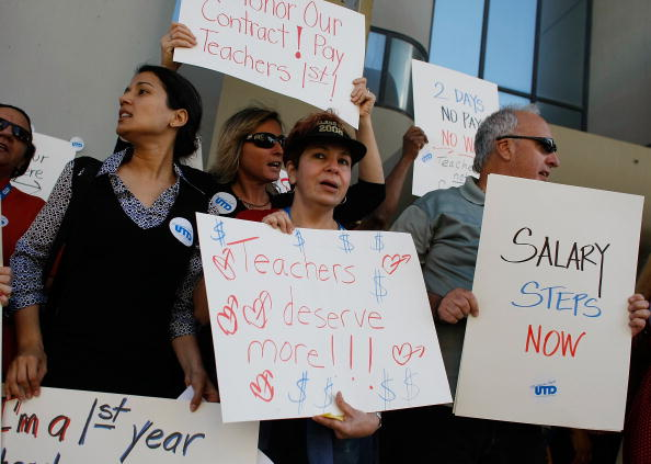 City Life「Teachers Protest The Miami-Dade County School Board's Proposed Budget Cuts」:写真・画像(9)[壁紙.com]