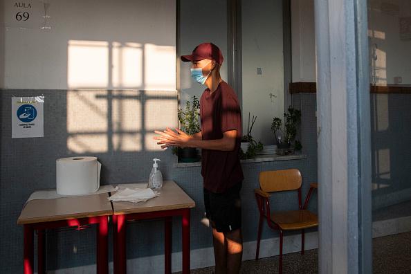 Teenager「Italy: Back To School Amid Coronavirus Pandemic」:写真・画像(15)[壁紙.com]