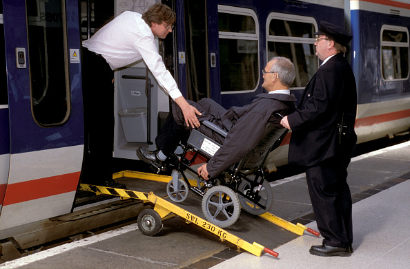 A Helping Hand「A helping hand for a disabled passenger」:写真・画像(19)[壁紙.com]