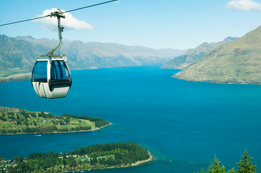 Aerial tramway「Cable Car above Queenstown in the Remarkable Mountains of New Zealand」:スマホ壁紙(11)