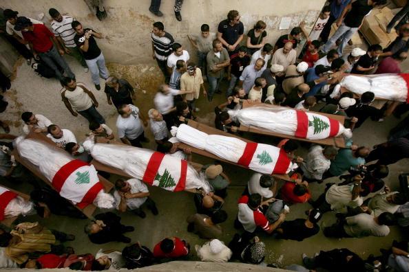 Human Body Part「Mass Funeral Held For Civilians Killed In Israeli Attack On Beirut」:写真・画像(12)[壁紙.com]