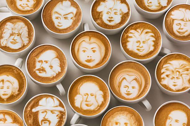 Latte art faces in cups of coffee:スマホ壁紙(壁紙.com)