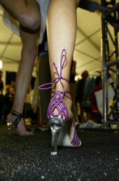 Manolo Blahnik - Designer Label「Zac Posen Spring 2005 - Backstage」:写真・画像(7)[壁紙.com]