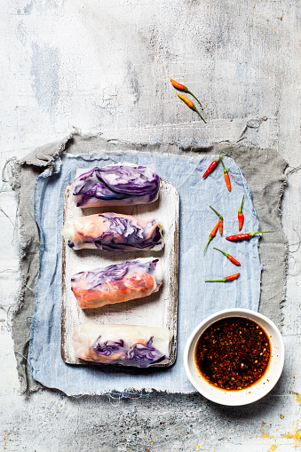 Soy Sauce「Vegan rice paper wraps (vietnamese summer rolls), filled with cabbage, carrots, bell pepper, rice noodles, and dipping sauce」:スマホ壁紙(8)