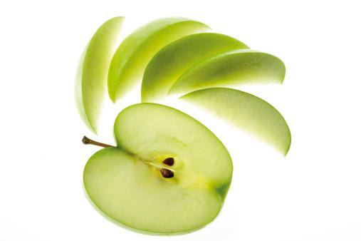 リンゴ「Sliced apple, close-up」:スマホ壁紙(9)