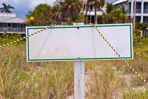 Wooden Post「Blank Beach Sign」:スマホ壁紙(6)