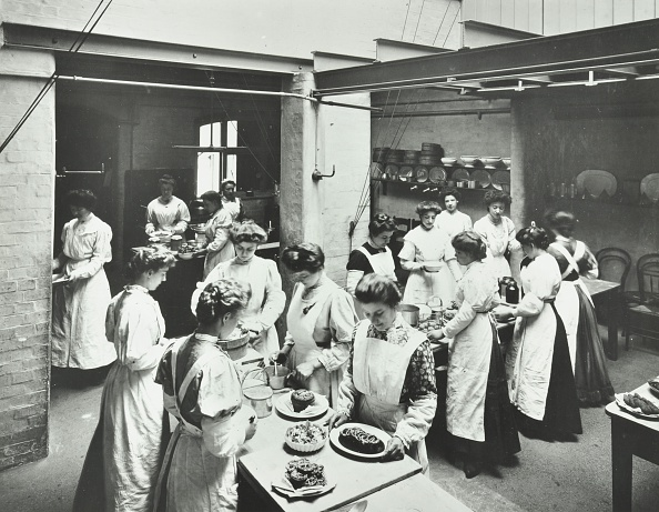 1900-1909「General Cookery Class, National Training School Of Cookery, London, 1907. Artist: Unknown.」:写真・画像(14)[壁紙.com]