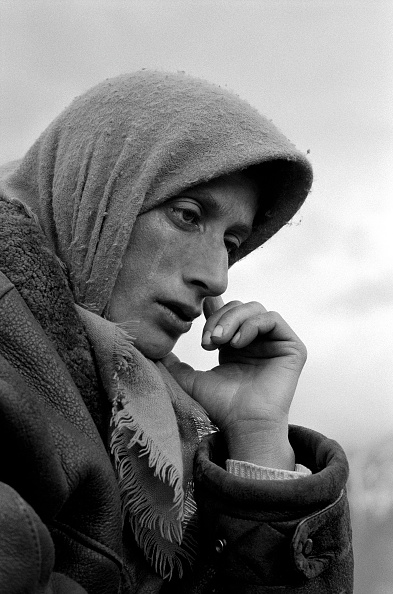 One Mid Adult Woman Only「Albania, nr Kukes, woman refugee, close-up (B&W)」:写真・画像(17)[壁紙.com]