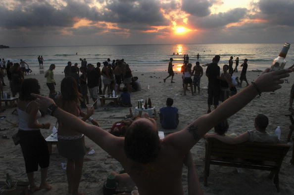 Arms Raised「Thai Tourism Bounces Back As Revelers Hit The Beach」:写真・画像(12)[壁紙.com]